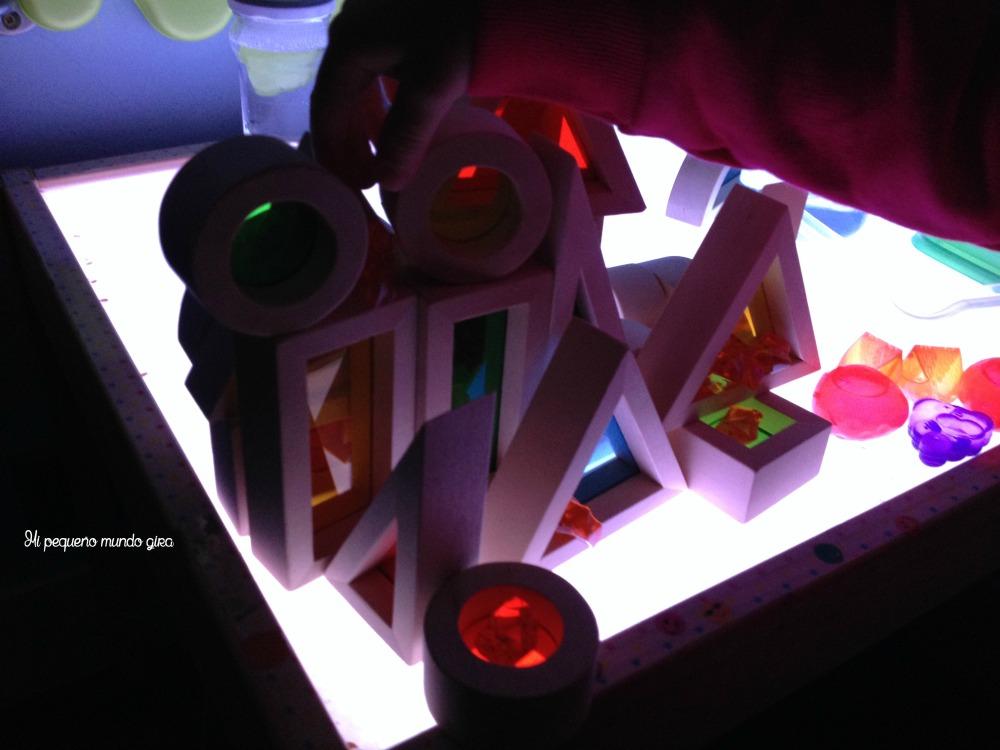 construcciones y mesa de luz
