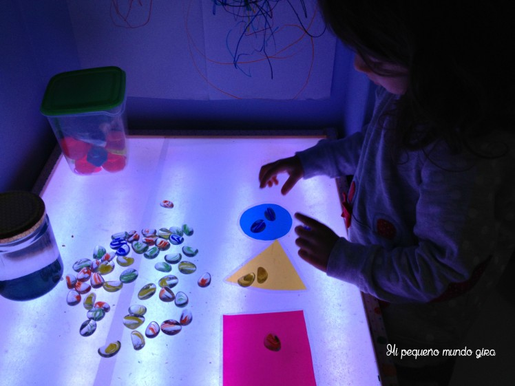 mesa luz piedras colores