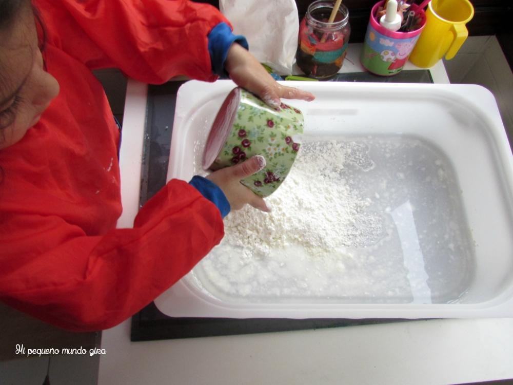 mezclar maizena y agua