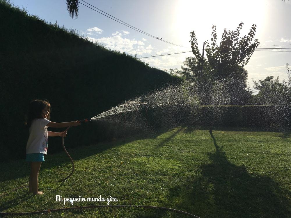 aprender a regar el jardin es algo nuevo que no habia hecho nunca