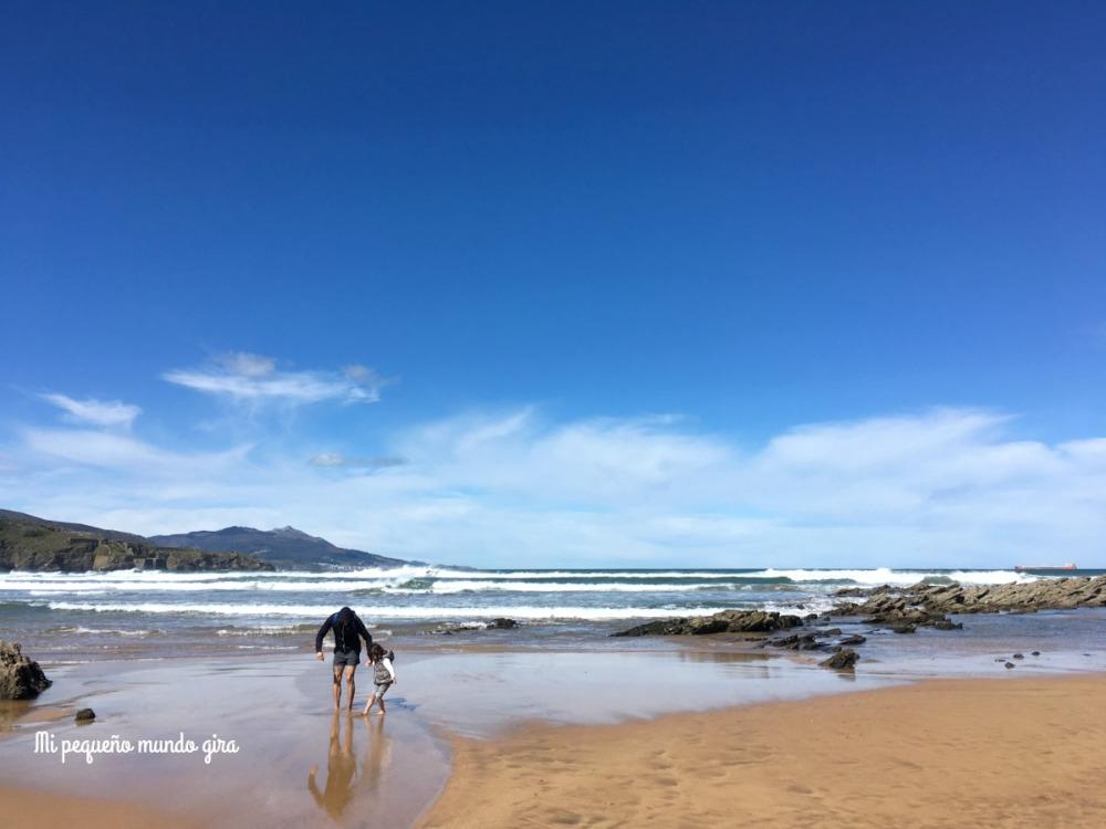 jugando-en-la-playa