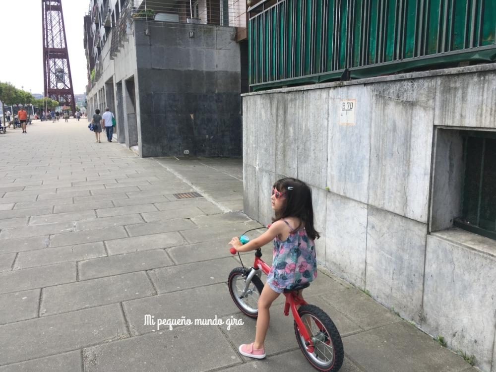 aprender a montar en bici con la bicicleta de equilibrio